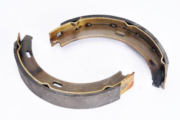 Jeu de mâchoires de frein de frein à main ABE CRM002ABE (X1)